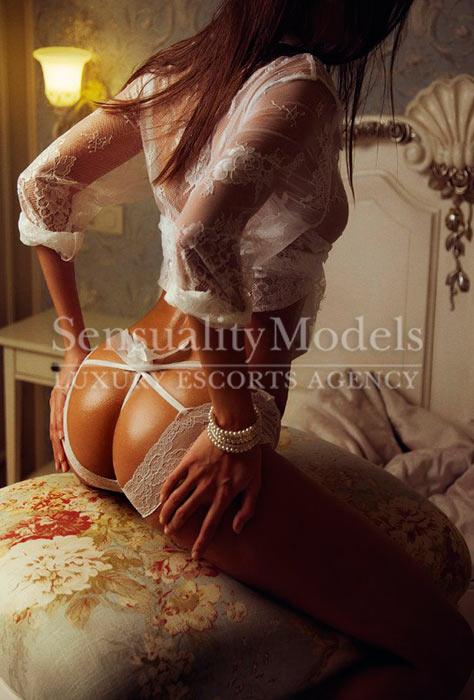 espectacular modelo con la lencería mas sexy