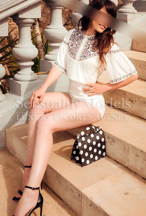 Clara top model