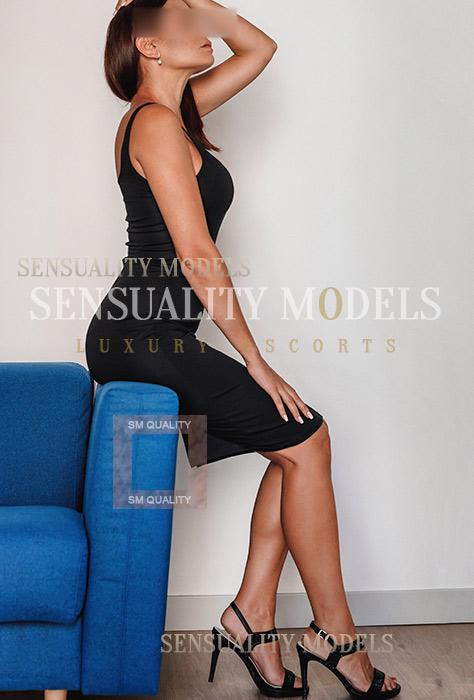 brunete elegante mujer